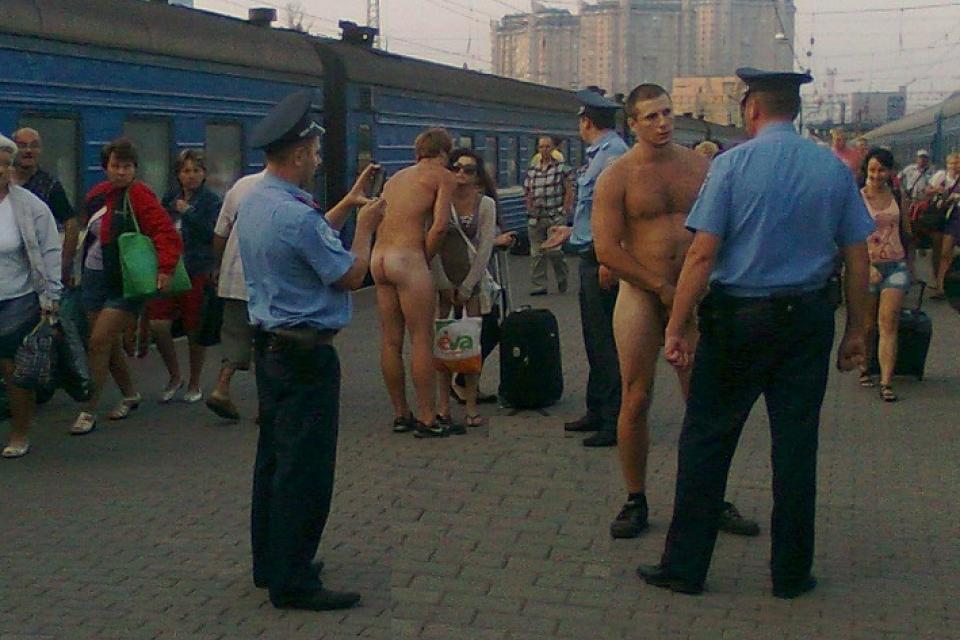 пьяные голые мужики фото