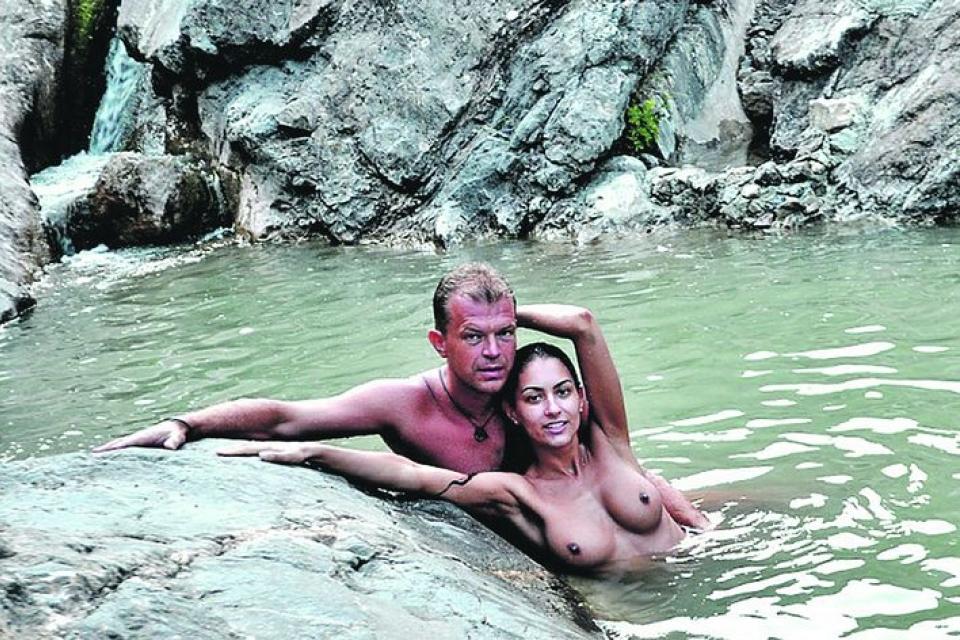 Женщины купаются голыми зимой в гидропарке видео фото 736-796