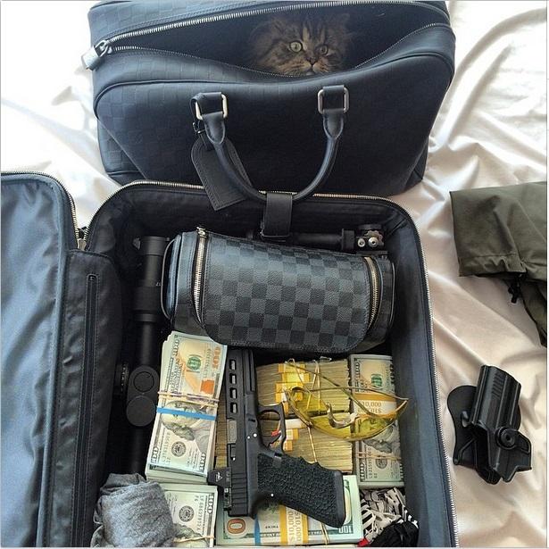 С котиком в сумке