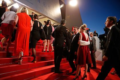 Женщин в балетках отказались пустить на премьеру в Каннах