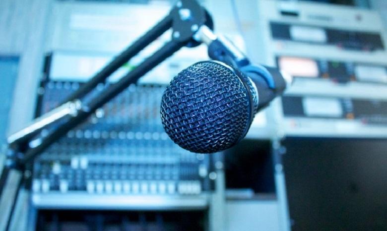 Порошенко: вконце концов песня наукраинском радио будет наукраинском языке