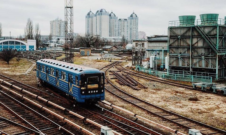 Метра небудет! УКличко отказались отидеи построить метро наТроещину