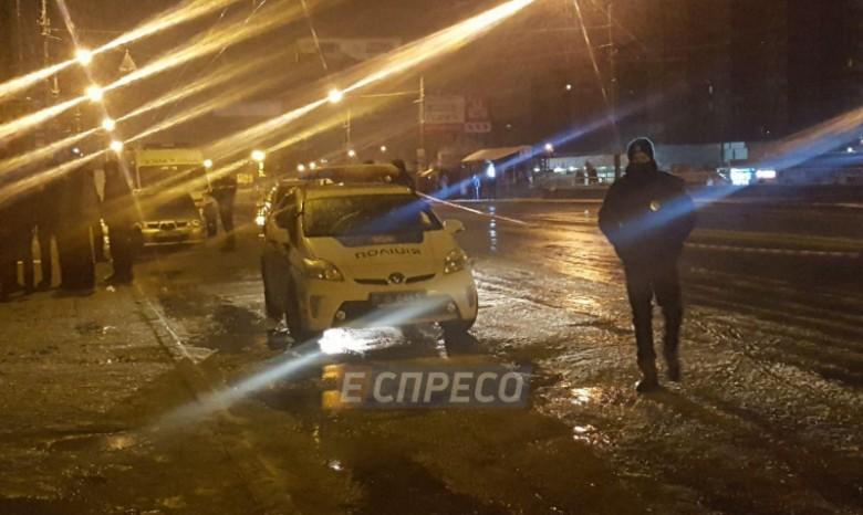 ВКиеве подорвали автомобиль полицейских