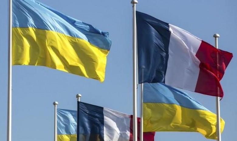 Порошенко пригласил Макрона посетить государство Украину