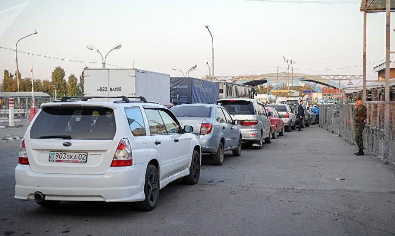 Награнице сПольшей иСловакией застряли сотни авто