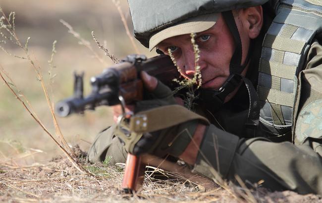 Украинские бойцы напередовой получают 20 тысяч грн вмесяц— Порошенко